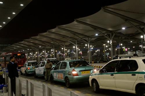 Airport diaries: IGI T3 in Delhi vs Amausi in Lucknow- Feb 13, 2012 (1/2)
