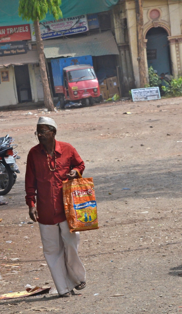Quaint Parsi bakeries & the heritage feel: Pune wanderings- Apr 19, 2012 (3/6)