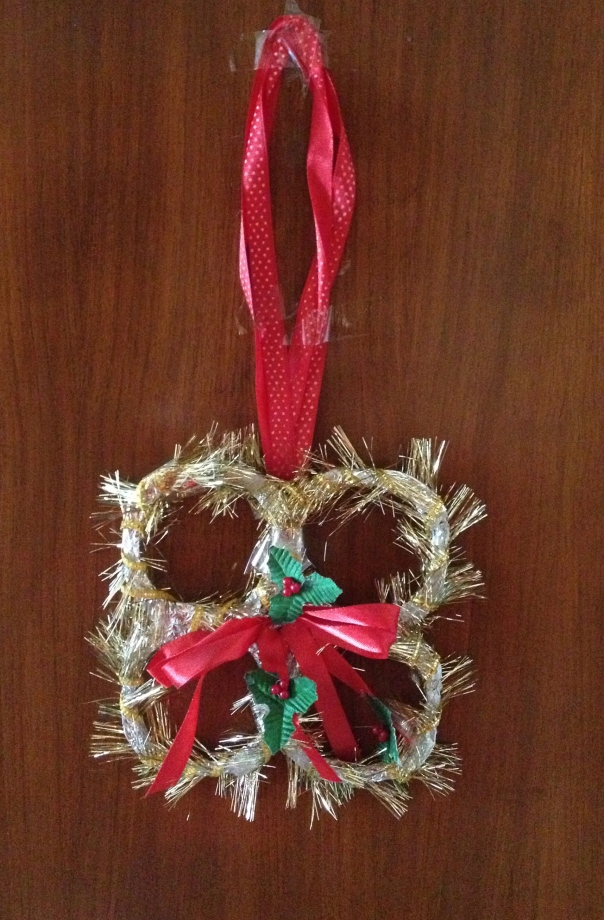 Home made Xmas wreath using waste plastic, al foil and old ribbon