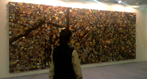 'Mute Migration' by Hema Upadhyay makes a mean point and is spectacularly large!