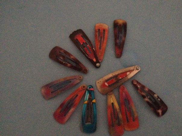 She sorted out all hairclips of the same kind from a box of assorted hair accessories, arranged them and clicked!