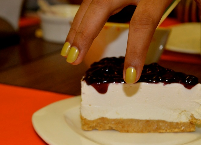 Blueberry cheescake, Rachna bossy's awesome nail colour...things that fascinate Udai?