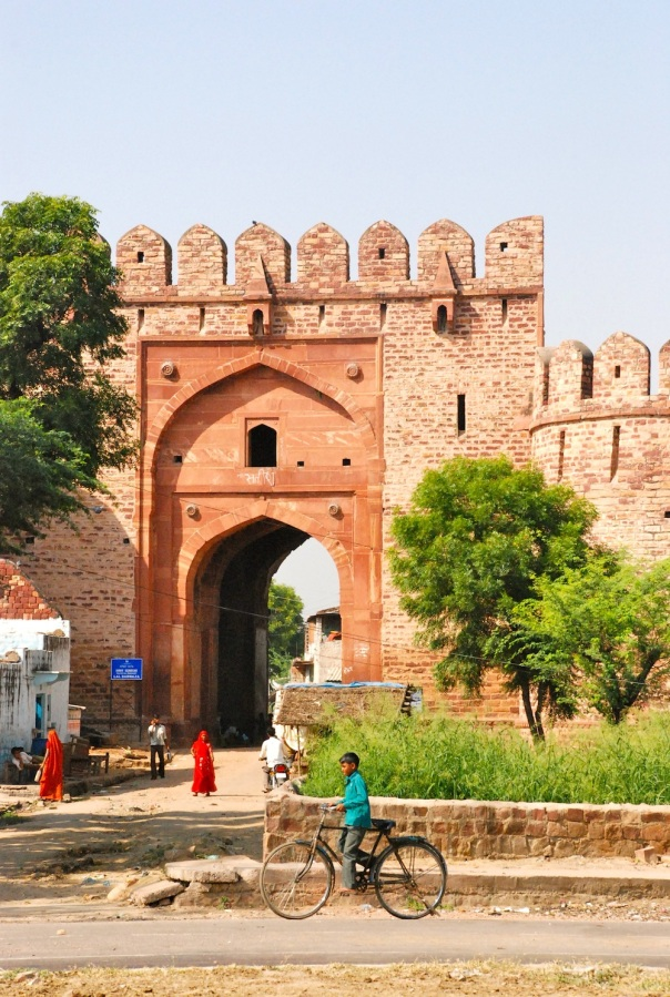 Fatehpur Sikri city gate, clicked on drive from Bharatpur to Delhi, 2011