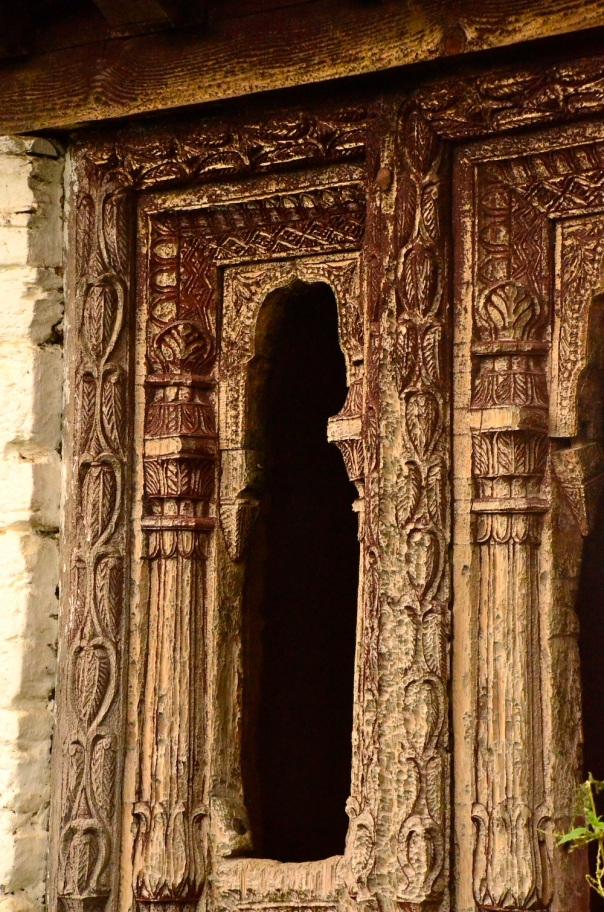 The carvings on these older homes are more intricate and diverse in terms of patterns and motifs
