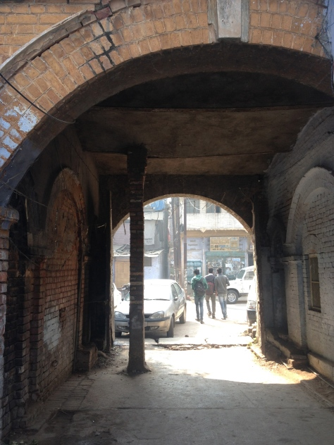 Entry from the gali! Check out how the sagging vault is propped up by a pillar! Jugaad!
