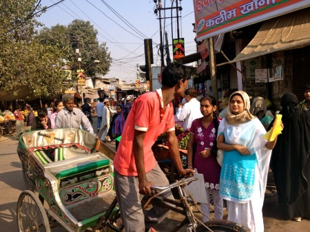 A typical Kanpuria scene, haggling with the riskhawalla!