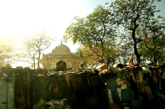 And the squatters all along the road here. The contrast between the informal and beautified parts of Amdavad are stark