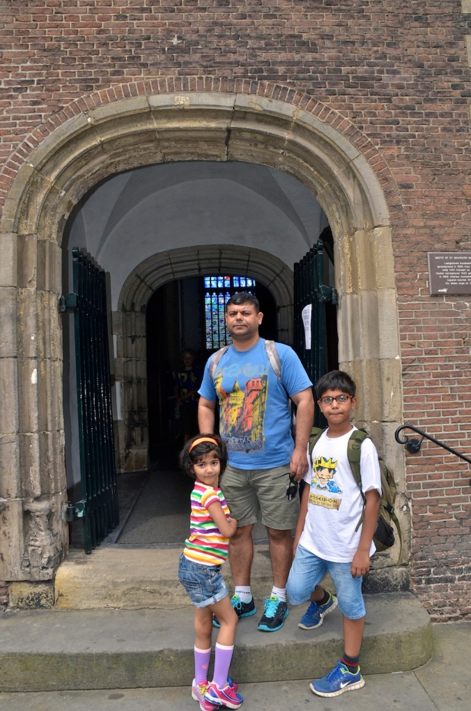 When we finally discover this little side entrance, I was thrilled. These three are probably at this point, just playing along with my need to see St Bavo again!