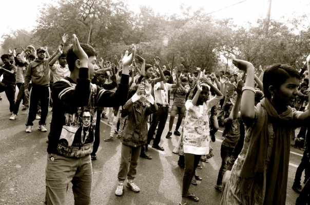 Aadyaa joins a sea of young people doing Zumba! It's her first experience of street dancing :)