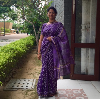 Day 39 #100sareepact Making Saturday special with this batik handloom that my mother bought me for my wedding anniversary earlier this year. She picked it up from Arankri at GK2 in Delhi. They always have the most gorgeous handlooms! Mummy said she picked it because she had never seen this colour in my wardrobe.