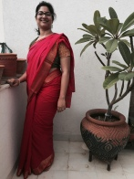 Day 41 #100sareepact One of my oldest sarees that I might have worn a couple of times in the early years of my marriage and then relegated to the back of my cupboard, where it has been since! Pulled it out today and wore it unstarched and casual with a mix and match blouse. The softness of Bengali taant is unmatched and it's really comfortable in muggy weather.